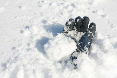 Сибирячка нашла обмороженную девушку в сугробе