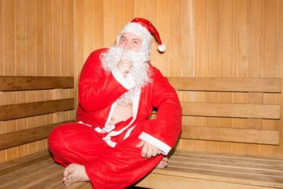 Новый год без трусов: как Дед Мороз поздравляет нудистов