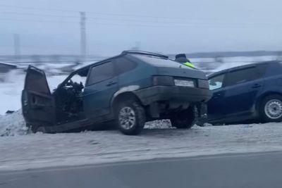 Молодой водитель «Жигулей» выехал на встречку под Новосибирском и попал в больницу