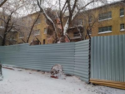 Строители возобновили снос дома-коммуны в центре Новосибирска