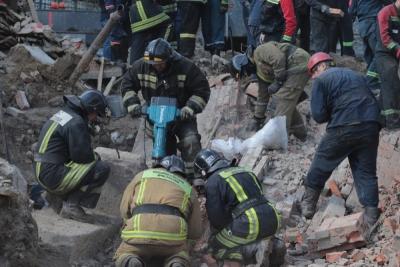 Власти решили продолжить работы на месте обрушения стены в Новосибирске
