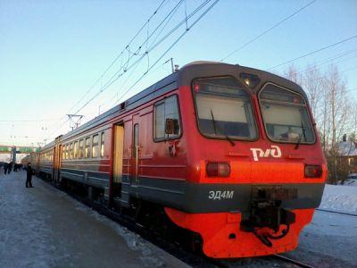 19-летняя студентка в наушниках погибла под колесами электрички в Первомайском районе