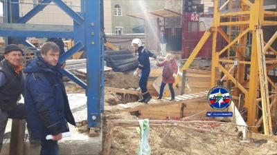 В Новосибирске крановщице стало плохо на высоте 20 метров