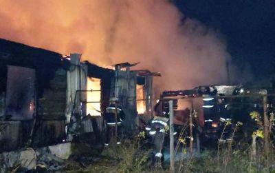 Два трупа и газовый баллон нашли в горящем доме на Первомайке