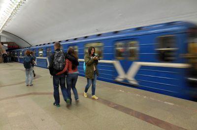 Только два поезда метро будут ходить вечерами по Ленинской линии