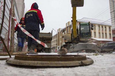СГК заявила в полицию о массовых кражах крышек люков в Новосибирске