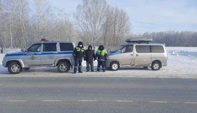 ДПСники помогли сибиряку на новосибирской трассе не замерзнуть в -40