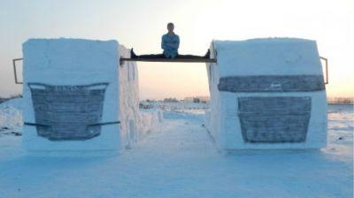 Новосибирец переиграл Ван Дамма, добавив к шпагату снежные машины