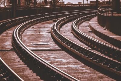 Подросток лишился ног на новосибирской железной дороге