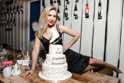 Праздник в греческом стиле: как знаменитая фигуристка отметила день рождения
