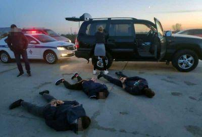 Трое омичей похитили новосибирцев: мужчина выскочил в окно
