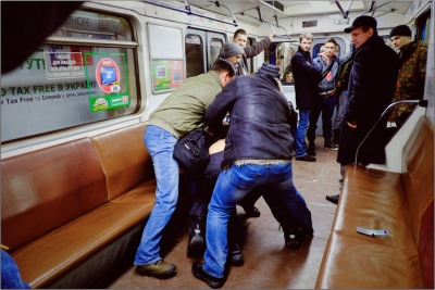 Пьяный начальник омской полиции подрался в метро