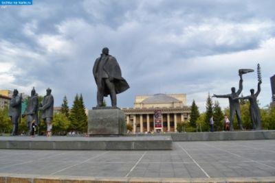 Ленин в центре Новосибирска стал юбиляром