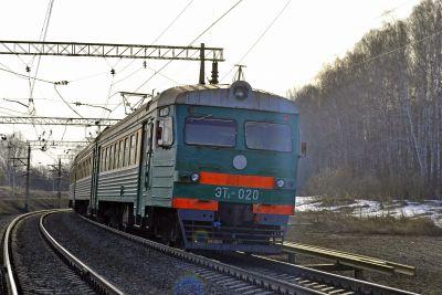 Мужчина, попавший под электричку в Матвеевке, скончался в больнице