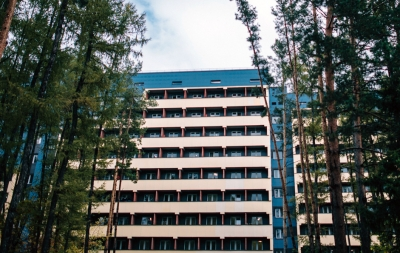 Спящий парень выпал из окна 4 этажа общежития НГУ