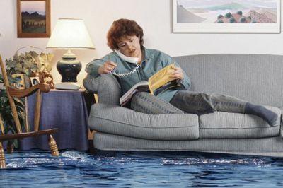 Если затопили соседи сверху: пошаговая инструкция от опытного юриста