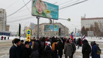 Митингующие новосибирцы подступили к зданию облправительства