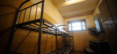 Новосибирец отсудил 50 тысяч рублей за сломанный унитаз в изоляторе