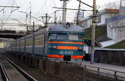 Девушка попала под поезд на пешеходном настиле у вокзала Новосибирск-Главный