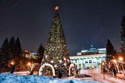 Зажглась главная елка Новосибирска: сравниваем с остальными