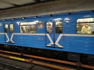 Подростки с ножом напали на 15-летнего школьника в переходе метро