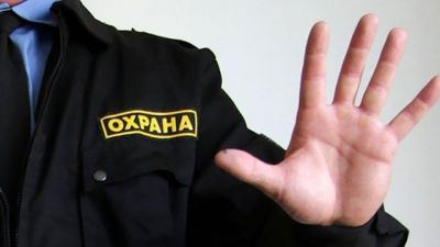 Новосибирец сцепился с охраной из-за обвинений в краже: их разняла полиция