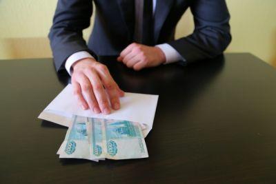 Новосибирский пристав «нарисовал» миллионный долг за взятку в 3 тысячи рублей