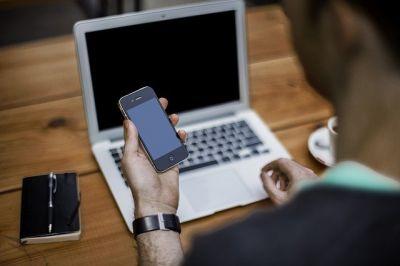 Частные детективы попались на слежке за телефонами новосибирцев