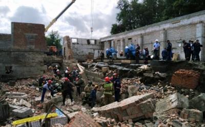 В Новосибирске обрушилась стена дома: спасли одного из 12 человек