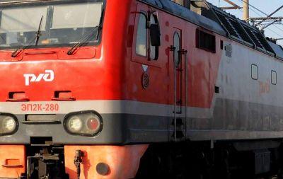 Новосибирец попал под поезд и умер в больнице