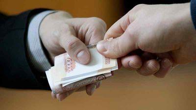 Торговец хотел подкупить честного таможенника в Новосибирске: теперь ему грозит срок