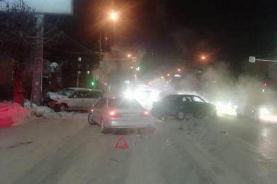 Новосибирец госпитализирован после массового ДТП в городе