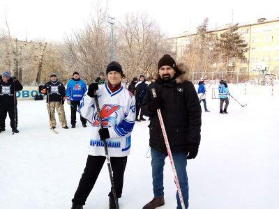 Играть в хоккей можно и без коньков!