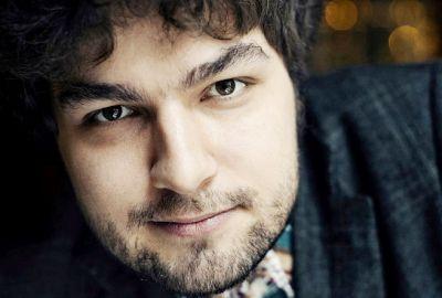 Блистательный пианист Лукас Генюшас исполнит классику для новосибирцев