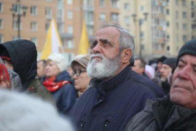 На площади Пименова в Новосибирске собрались две тысячи человек