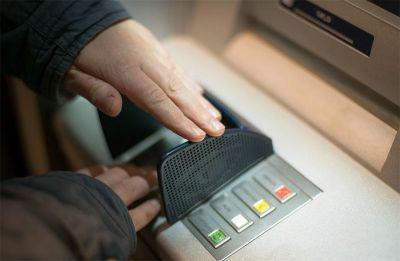 Государство будет контролировать денежные операции россиян с 2021 года