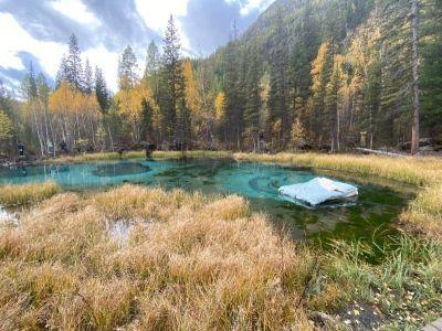 Запустивших матрас в Гейзерное озеро на Алтае новосибирцев не накажут