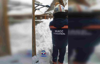 Снежная глыба рухнулана мужчину в Новосибирске