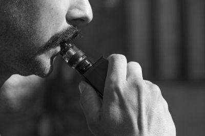 Электронные сигареты вредят мозгу молодых людей