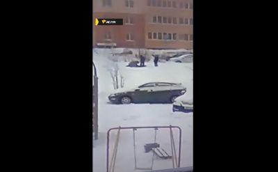 Избитого школьника увезли в больницу с детской площадки в Новосибирске