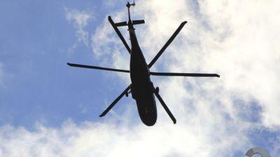 Взлетающий вертолет зацепил лопастями здание аэропорта в Красноярском крае