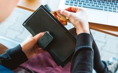 Более полумиллиона рублей похитили у клиентов банков мошенники из Новосибирска
