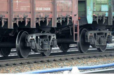 Один сидел, другой шел: двух мужчин переехал поезд в Новосибирске