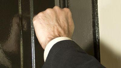 «Давящих» на женщину коллекторов наказали в Новосибирске