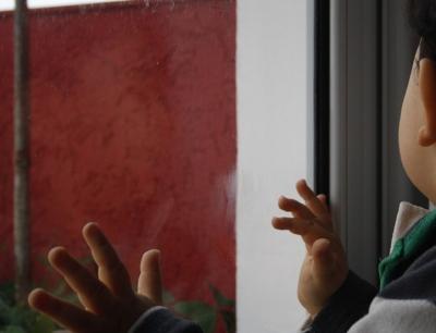Годовалая девочка выпала из окна шестого этажа на Затулинке
