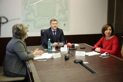 Многодетных женщин Новосибирска поздравили с Днем матери