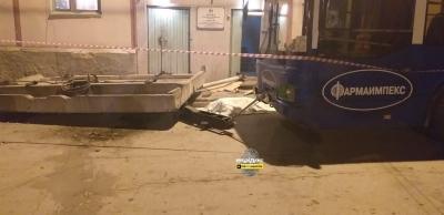 Бетонный козырек раздавил двух женщин в Новосибирске