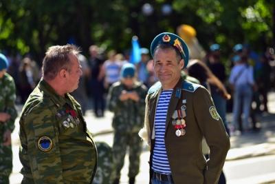 Синева расплескалась по Новосибирску (фоторепортаж)