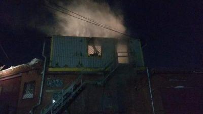 Два десятка рабочих проживали в сгоревшей в Новосибирске постройке