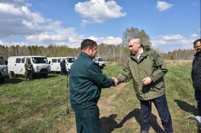 Андрей Травников вручил лесоводам ключи от спецавтомобилей в рамках Всероссийского дня посадки леса